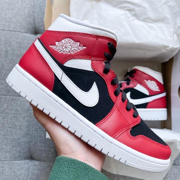 Women's Nike air Jordan 1 retro mid red shoes